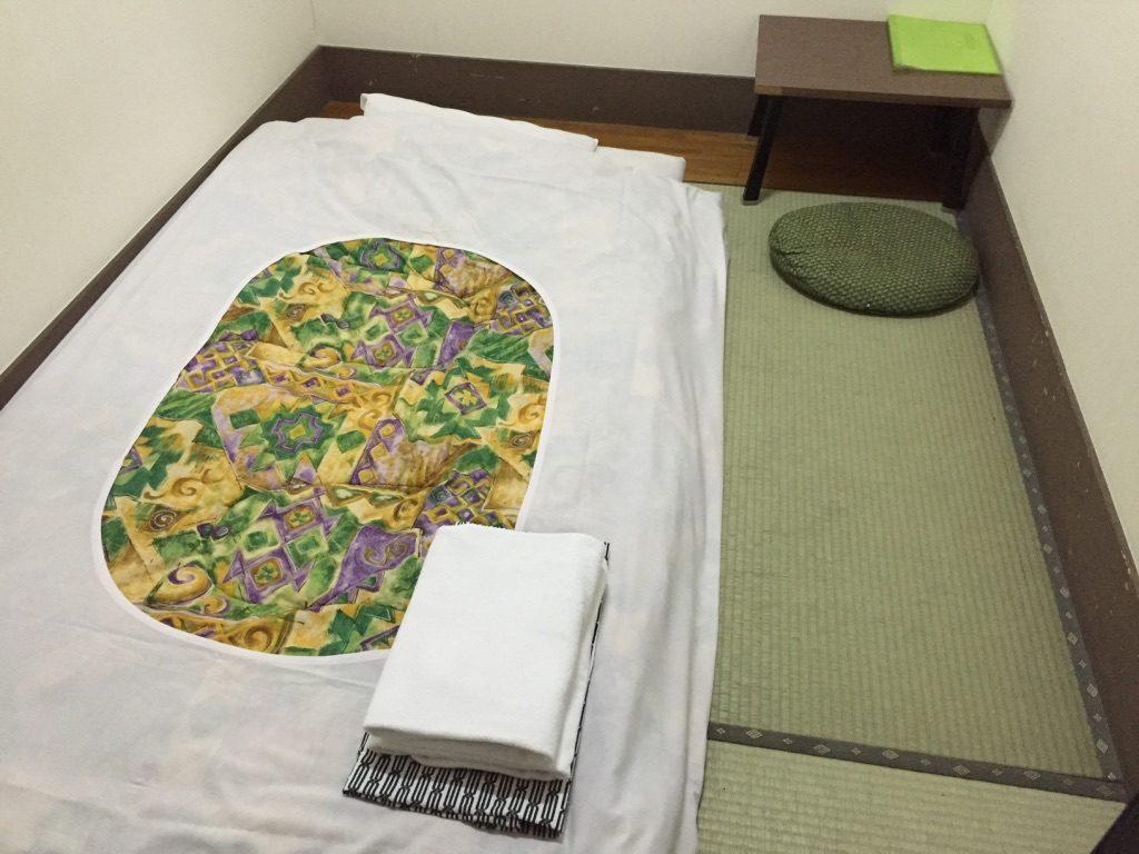 Chambre à la japonaise avec un lit futon