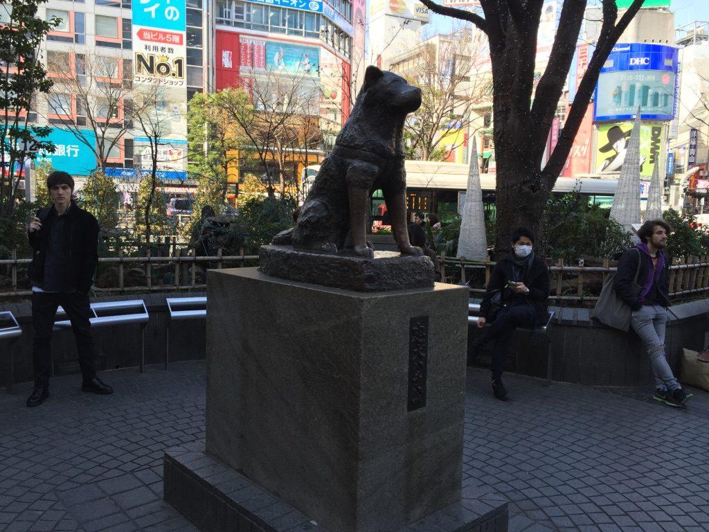 Statue du chien Hachikō à l'entrée de la gare Shibuya