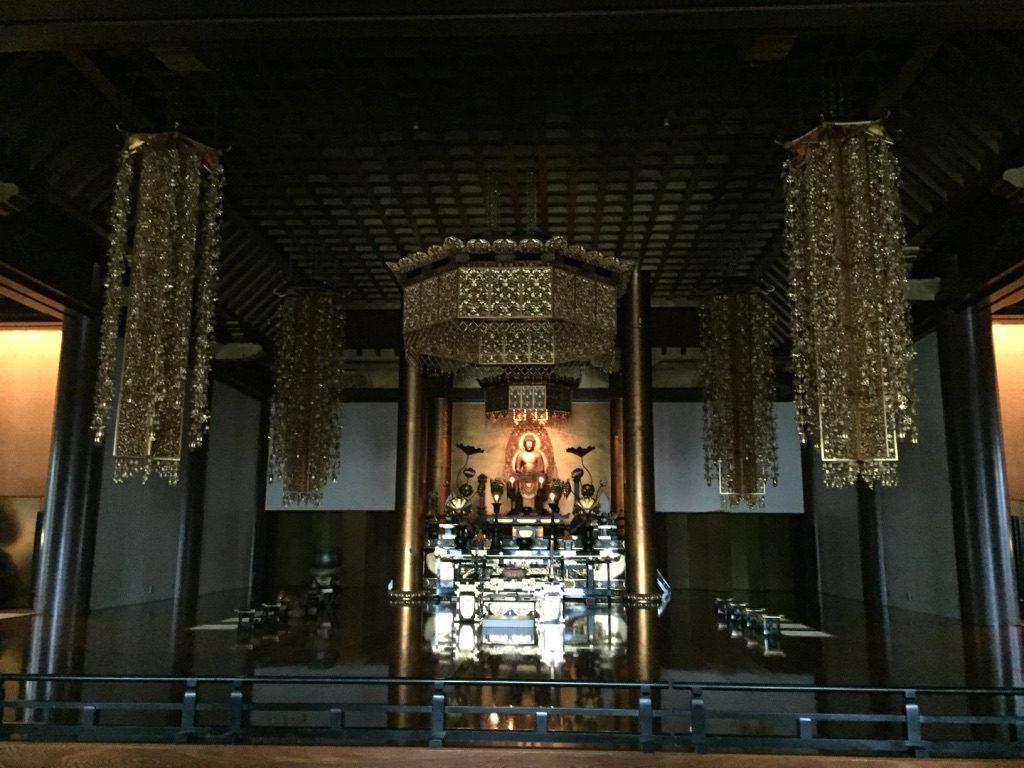 Intérieur du temple bouddhiste Zōjō-ji