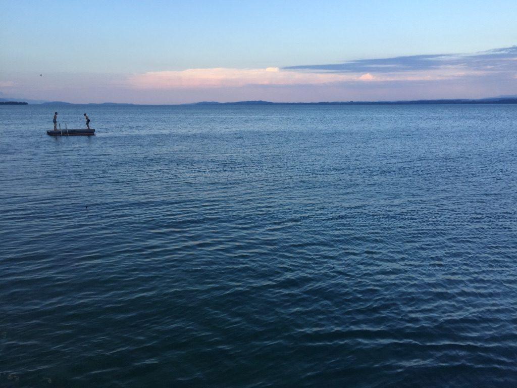 Lac Neuchâtel en Suisse