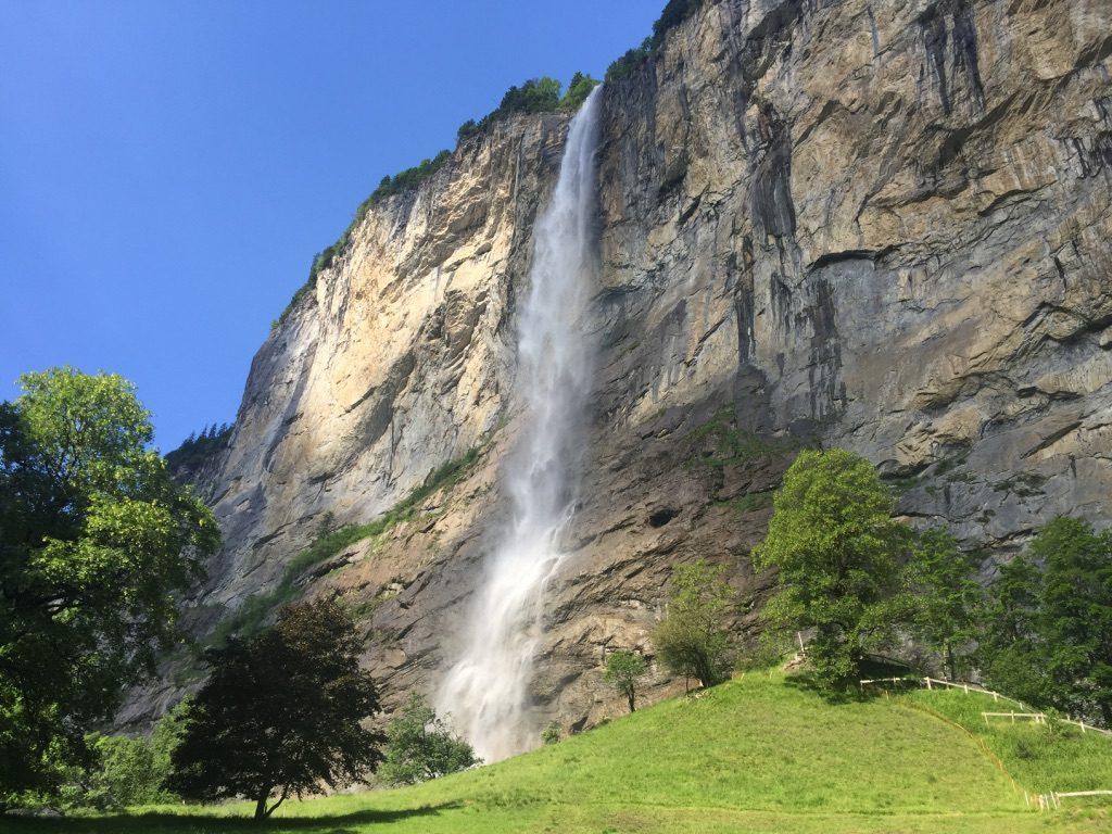 Les chutes du Staubbach à Lauterbrunnen en Suisse