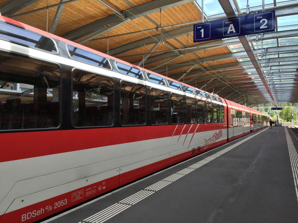 Train entre Täsch et Zermatt en Suisse