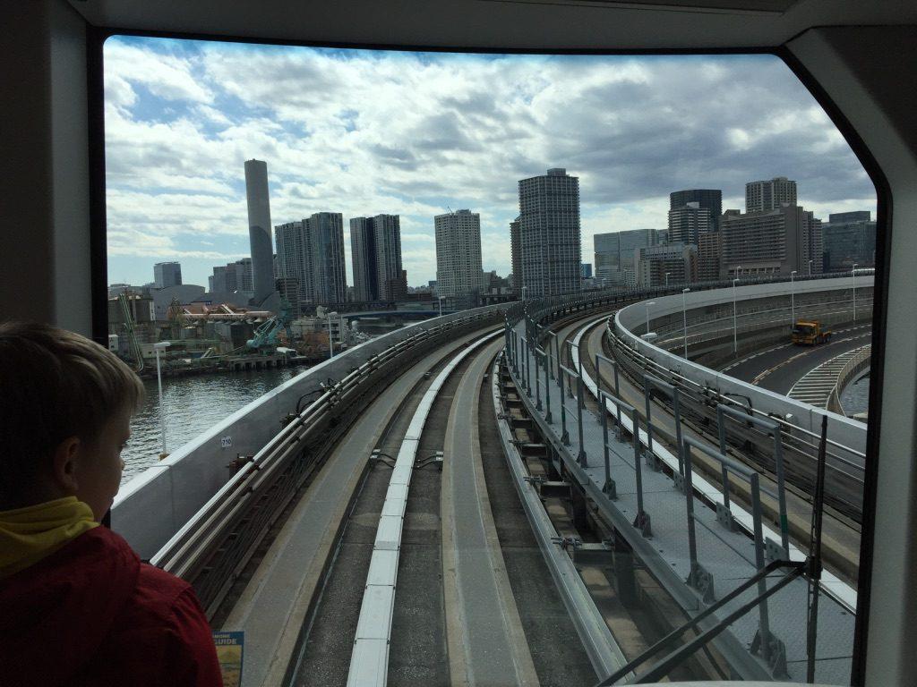 Métro automatique en direction d'Odaiba